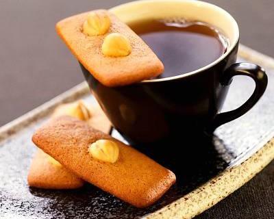Bon bon al cioccolato bianco e amaretto