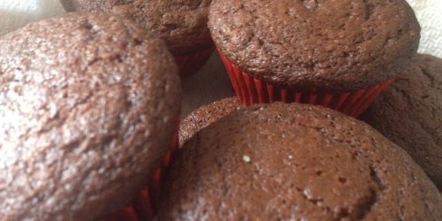 Muffin al cioccolato con cuore morbido di nocciola