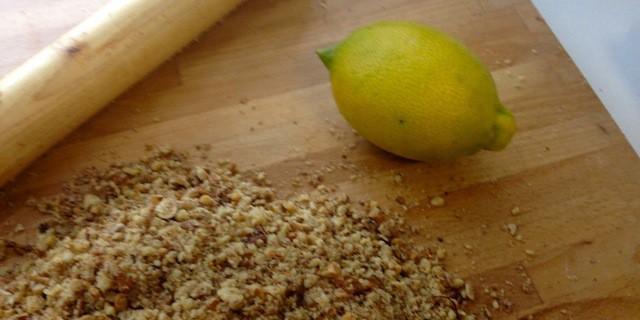 Biscotti di noci e nocciole al limone
