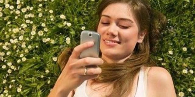 Ami di più il tuo ragazzo o il tuo telefonino?
