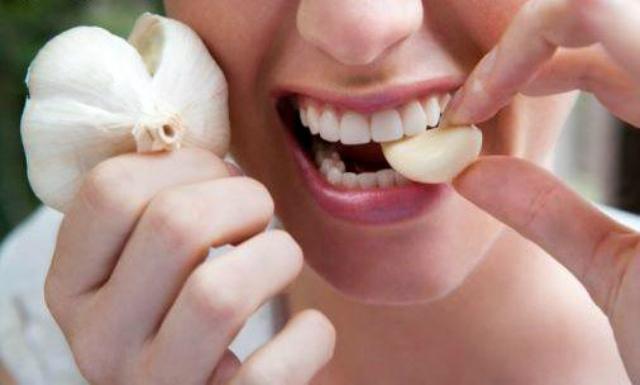 Alimenti che aiutano a vivere a lungo: aglio