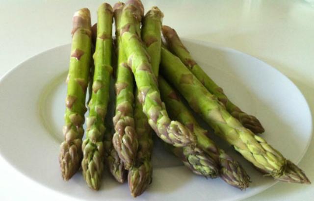 Alimenti che aiutano a vivere a lungo: asparagi