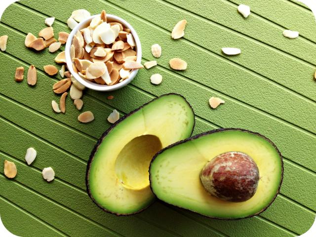 Alimenti che aiutano a vivere a lungo: avocado