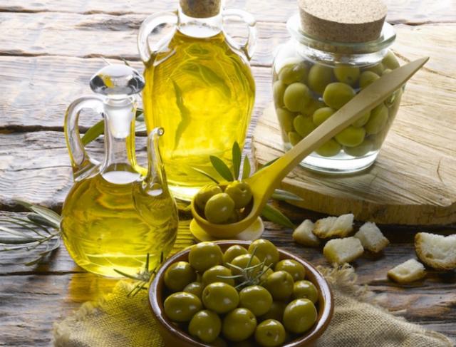 Alimenti per vivere a lungo: l'olio d'oliva