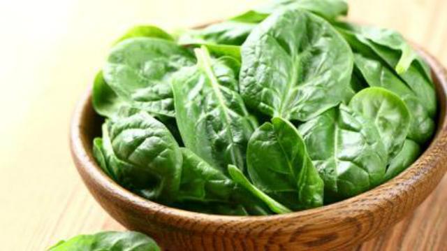 Alimenti che aiutano a vivere a lungo: gli spinaci