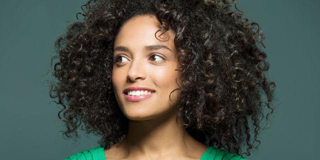 capelli ricci con permanente
