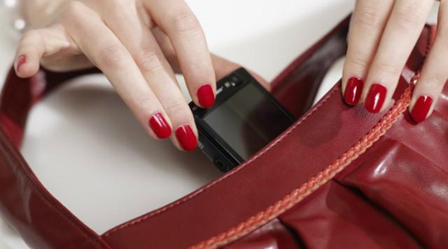 gli smartphone portano germi e infezioni