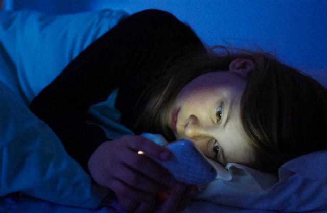 luce blu smartphone danneggia vista