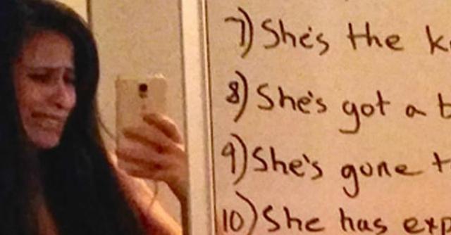 scritta marito specchio moglie depressa