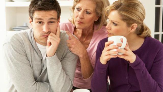 Cattive abitudini in coppia: dare colpa alla famiglia