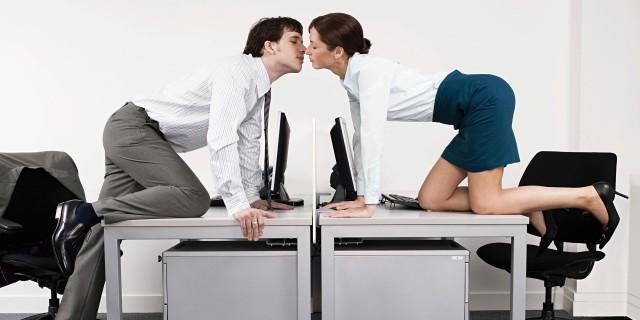 Sesso in ufficio, quando accade e come gestirlo