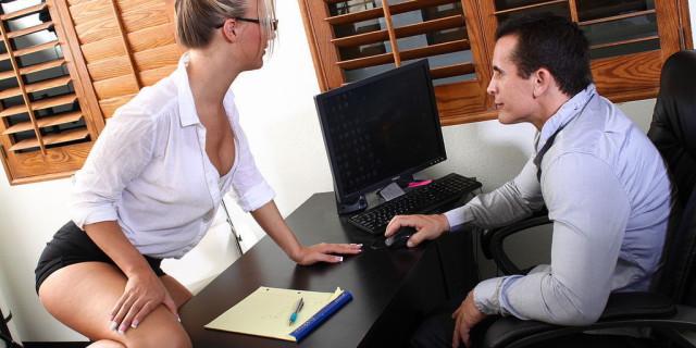 Sesso in ufficio, perché evitarlo