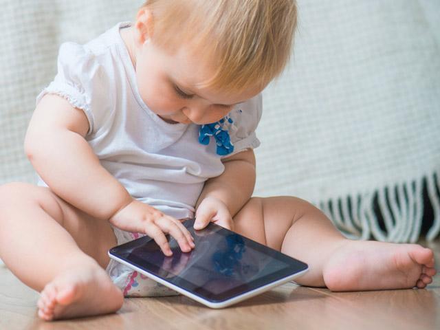 I bambini imparano più velocemente dai tablet che dai libri. Una ricerca sembra dimostrarlo