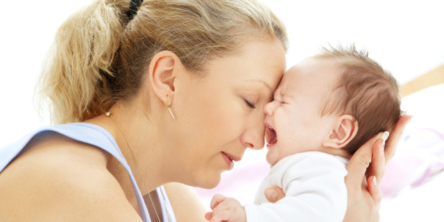 Mamma di un neonato con le coliche