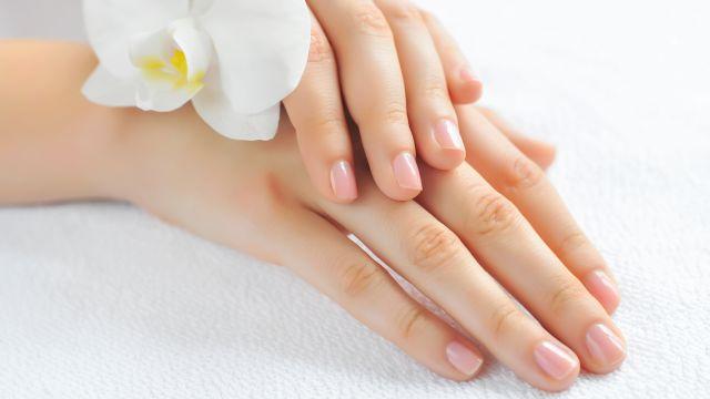 le unghie delle mani