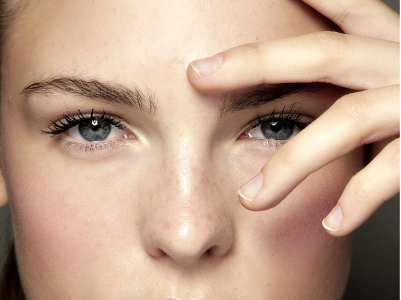 Contorno-occhi-fragile-zona-del-viso