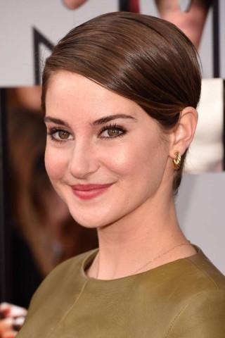 Shailene-Woodley-pixie-cut-Hairstyles-at-MTV-Movie-Awards