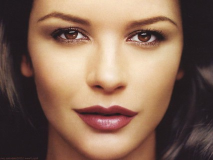 catherine-zeta-jones-eyes-makeup-for-small-eyes-