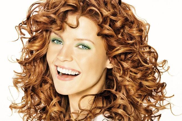 Рыжие волосы средней длины кудрявые волосы
